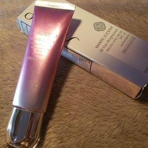 Shiseido white lucent all day brightener w/spf23